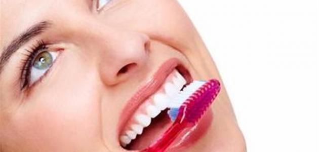 كيفية التخلص من رائحة الفم الكريهة عند الاستيقاظ