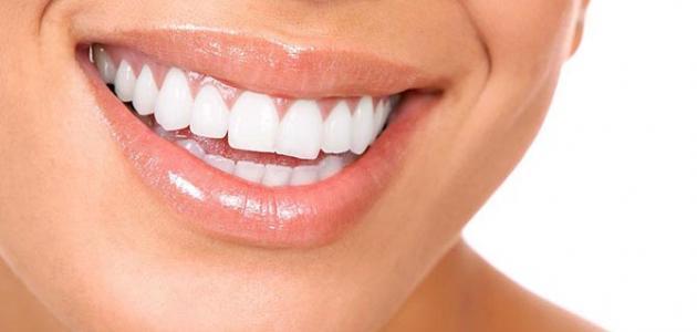 طرق سهلة لتبييض الأسنان