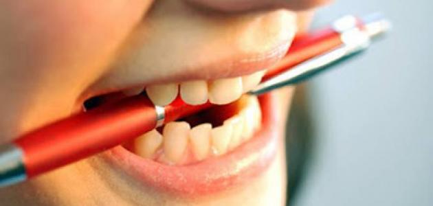 أسباب الضغط على الأسنان