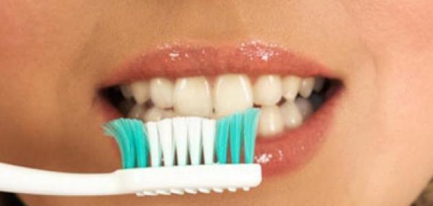 طرق تبييض الأسنان في المنزل