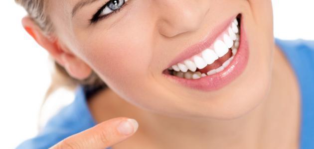كيف تبيّض أسنانك بسرعة