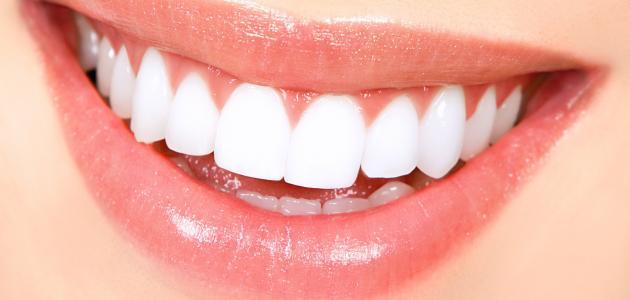 ما هي أسهل طريقة لتبييض الأسنان