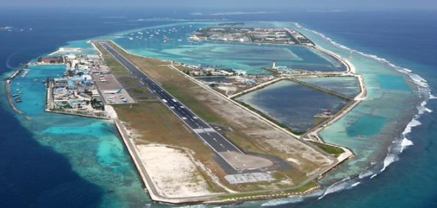 أين يقع مطار جزر المالديف موقع مصادر