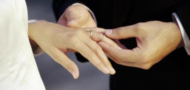 أين توضع دبلة الزواج