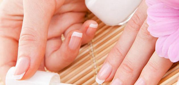 طريقة إزالة صمغ الأظافر الصناعية