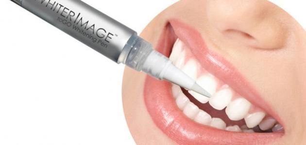 كيفية استخدام لصقات تبييض الأسنان