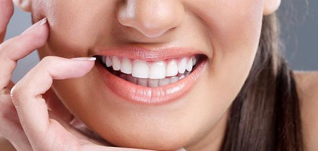 إزالة اصفرار الأسنان